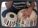 Venkat nous enseigne les bases du Tabla, percussion indienne.