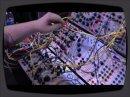 Une rapide démo d'un modulaire Buchla au NAMM 2009