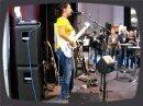 Ida Funkhauser fait une démo de l'ampli Bass Rebelhead 450 de TC Electronic au salon du Namm. Ida etait définitivement l'attraction vedette du NAMM show!