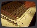 Présentation de l'Octopus de Genoqs, un séquenceur analogique embarquant 258 boutons, 21 potards sans fin, 10 pistes de 16 pas chacune, la possibilité de gérer 144 patterns et une résolution allant jusqu'à 1/192.