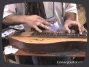 Démonstration et présentation des dulcimers Folkcraft Instruments.