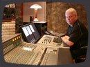 L'ingénieur du son Michael Wagener (Metallica, Queen, Alice Cooper, Ozzy Osbourne, Mötley Crüe, W.A.S.P, Janet Jackson, Megadeth, Skid Row) teste une paire de micros JZ.