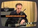 Lou Pallo présente la guitare signature Gibson Les Paul artist qui porte son nom.