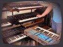 Un petit tour dans l'univers si sympathique des synthés vintage avec cette démo qui regroupe SCI Prophet VS + Roland Juno-60 + Moog Source!