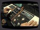 Cette vidéo tournée pendant le NAMM montre comment on peut utiliser les deux pédales Moog comme une multi pédale.